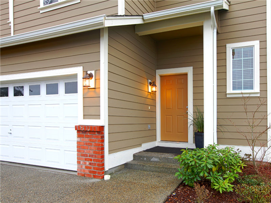 4 Tips to Remember When Choosing Your Siding Contractor This Spring
