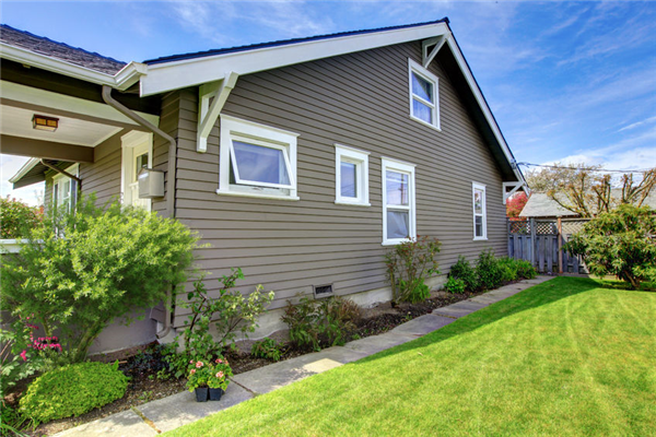 Why Vinyl Siding is a Good Home Improvement Project This Spring